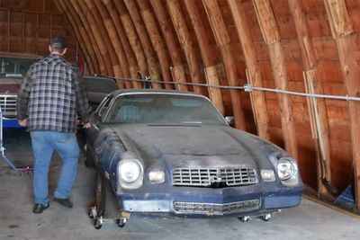 Automotive,Barn Find,21-years,Chevrolet Camaro,1970s,running,fixing,DIY,hilarious,Vice Grip Garage,Minnesota,Canada,news,